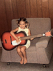 little girl Faith Hill Perry playing the guitar